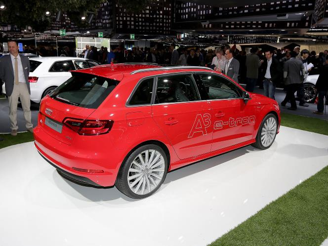 Audi A3 E-tron sideview, showing gas filler door